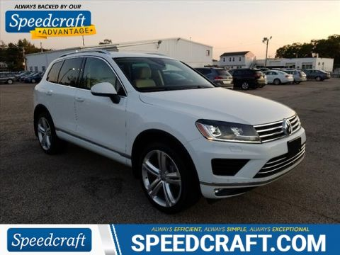 Certified Pre-Owned 2016 Volkswagen Touareg VR6 FSI Executive
